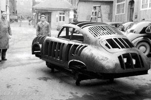 Il primo manichino Porsche in legno